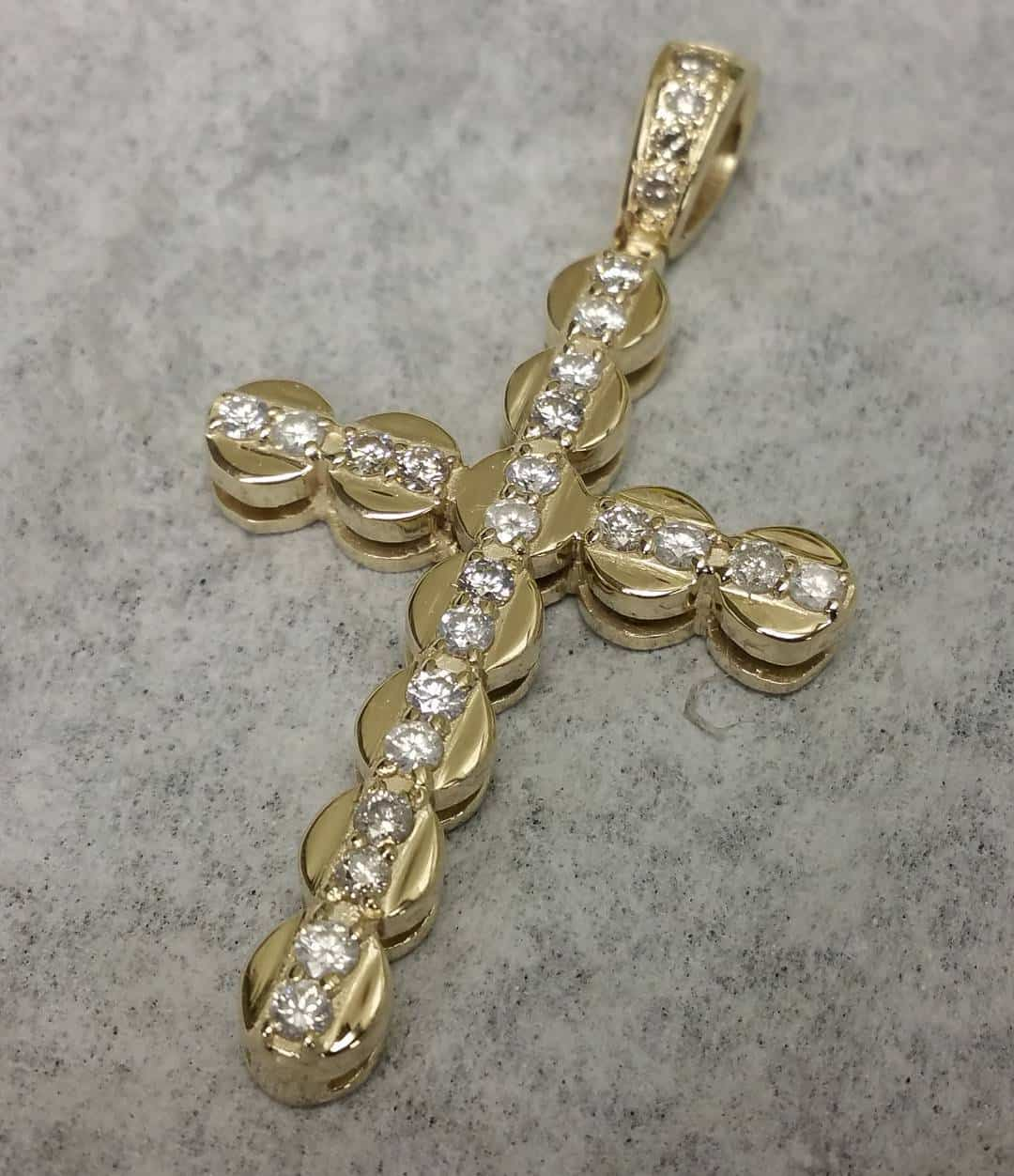 diamond-cross-prendant